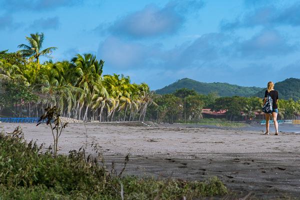 Walking on the Beach @El Transito